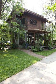 มีรูปบ้านอบอุ่นแบบไม้ๆมาฝากกันครับ ใครที่ชอบบ้านที่ดูอบอุ่นแบบไทยๆ ดูใกล้ชิดกับธรรมชาติ บ้านไม้ดูจะเป็นคำตอบที่ดี