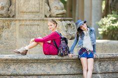 vestido tricot love; bota camurça bicolor; mochila veludo flores; short tecido cintura alta louvre; blusa malha patch pois; jaqueta jeans paris