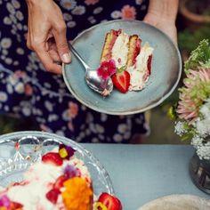 Lets all eat (Strawberry Pimms) cake. Best Birthday Cake Recipe, Cool Birthday Cakes, Baking Recipes, Cake Recipes, Dessert Recipes, Desserts, Meringue Cake, Greek Yoghurt, Dessert