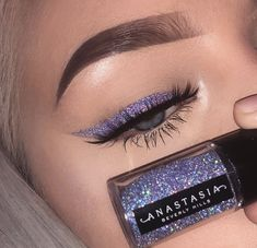 Glitter eyeliner using ABH cosmetics. - Chanel Skincare - Ideas of Chanel Skincare - Glitter eyeliner using ABH cosmetics. Lila Eyeliner, Purple Eyeliner, Glitter Eye Makeup, Glitter Eyebrows, Glitter Eyeshadow Tutorial, Sparkle Makeup, Eyeliner Ideas, Glitter Face, Makeup Trends