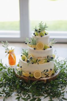 Decorate the cake with lemon, not only fresh and delicious, but also full of creativity - zzzzllee Olive Wedding, Yellow Wedding, Elegant Wedding Gowns, Beautiful Wedding Cakes, Lemon Wedding Cakes, Naked Cake, Spanish Wedding, Cinderella Wedding, Cake Table