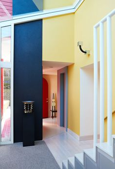 Casa Olabuenaga, Ettore Sottsass, Maui. Vignettes of contrasting colors, materials, and shapes frame every corner. A one-of-a-kind chair by Peter Shire sits in the hallway; near the sculptural staircase is a sconce for Yamagiwa and a sterling silver centerpiece for Memphis, both by Sottsass.