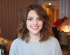 essiebutton: styling tips for shorter hair