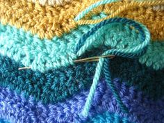 How to see in ends and edge and ripple blanket. Plus a pattern for a di gle bed sized throw.