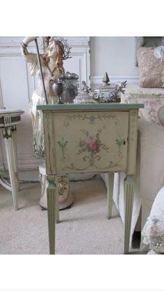 Decoupage Furniture, Hand Painted Furniture, Upcycled Furniture, Diy Furniture, Shabby Chic Nightstand, Shabby Chic Furniture, Caracole Furniture, Transforming Furniture, Fru Fru