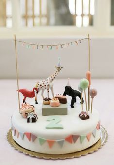 The little details: Lily& second birthday, .- Die kleinen Details: Lilys zweiter Geburtstag, – Kindergeburtstag ideen The little details: Lily& second birthday The little details: Lily& second birthday - Animal Birthday Cakes, 2nd Birthday Party Themes, Baby Birthday, 2 Year Old Birthday Cake, Birthday Animals, Second Birthday Cakes, Princess Birthday, Party Animals, Animal Party