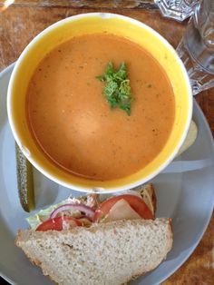 Espresso Edge is a laid-back lunch restaurant, that serves delicious coffee and rustic soups and sandwiches. Very popular spot to lunch & enjoy the sun in the summertime.