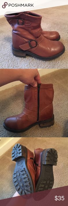 Brown leather Bootie Brown leather Bootie with zipper, never been worn. Aldo Shoes Ankle Boots & Booties