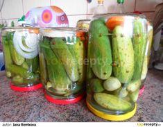 Do hrnce dám všechny ingredience a nechám krátce přejít varem asi 2-3 minuty a dám nálev vychladit.Na dno do sklenice vložím 1-2 kolečka mrkve,... Pickles, Cucumber, Vegan Recipes, Food And Drink, Canning, Vegane Rezepte, Pickle, Home Canning, Zucchini