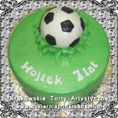 033. Zielony tort z piłką w trawie. Green cake with ball.