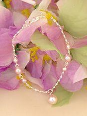 Bridesmaid Bracelets | Pearl Wedding Bracelet with Drop http://www.2-be-unique.com/pearl-wedding-bracelet-with-drop.html