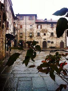 Il Borgo di Filetto ~ Piazza di Sopra ~ Villafranca in Lunigiana, Foto di Mara Vezzola
