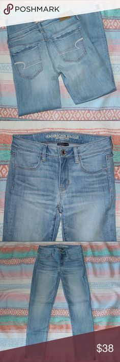 "NWOT American Eagle Light Wash Jegging Crop •NWOT   •size 4 regular •light distressing on pockets  •pre-cuffed but can be undone •26"" inseam  Let me know if you have any questions :) American Eagle Outfitters Jeans Ankle & Cropped"
