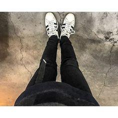 Instagram【___h_r_o___】さんの写真をピンしています。 《. . . . スキニーはやっぱり落ち着くな〜  久しぶりにスーパースター履いた… やっぱいいっすわ〜 . . . . . #adidasoriginals  #写真 #photo #canon #単焦点 #ポートレート #オフショット #ベストショット #人物 #夜景 #風景 #一眼レフ #撮影 #写真好きな人と繋がりたい #写真撮ってる人と繋がりたい #オシャレさんと繋がりたい #服好きな人と繋がりたい #コーディネート #ファッション #studious #UNITEDTOKYO  #カメラ男子#follow#愛知#名古屋#栄#follow4follow》