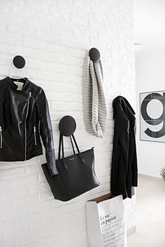 Muuto - The dots coat hooks, Scandinavian home Monochrome Interior, Black And White Interior, Scandinavian Interior, Scandinavian Design, Black White, Entry Hallway, Entryway, Entrance Hall, Hallway Inspiration