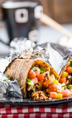 Vegan Breakfast Burrito looks yummy. Good for thought. Vegan Gluten Free Breakfast, Vegan Breakfast Recipes, Brunch Recipes, Healthy Diet Recipes, Raw Food Recipes, Vegetarian Recipes, Cooking Recipes, Vegan Burrito, Recipe Center