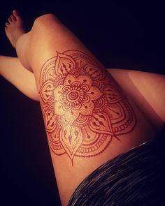 💮 mendhi mandala 💮 henna and tattoos henna tattoo designs, h Henna Thigh Tattoo, Foot Henna, Henna Body Art, Mehndi Tattoo, Henna Mehndi, Henna Art, Leg Tattoos, Flower Tattoos, Sleeve Tattoos