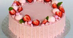 Rakas kummityttöni pääsi ylioppilaaksi tänä keväänä. Sain ilokseni tehdä hänen juhlaansa kakut ja pikkuleivät. Kakkuja tulikin neljä erila... Cheesecake, Birthday Cake, Desserts, Food, Healthy, Birthday Cakes, Meal, Cheesecakes, Deserts