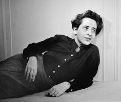 Hannah Arendt foi uma filosofa judia de origem alemã que passou por Lisboa a caminho dos EUA, fugida da Alemanha nazi