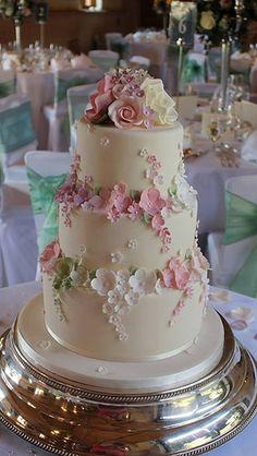best recipe for chocolate wedding cakes Amazing Wedding Cakes, White Wedding Cakes, Elegant Wedding Cakes, Wedding Cake Designs, Wedding Cake Toppers, Fondant Wedding Cakes, Cake Wedding, Elegant Cakes, Purple Wedding