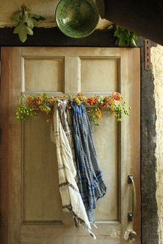 Oh! Yes! Hang my scarves from boughs of flowers!! Love it!  T u s c α n . I n ა…