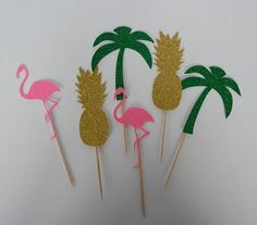 Cheap hen party supplies, Buy Quality party supplies directly from China wedding party Suppliers: JOY-ENLIFE Flamingoe/Pineapple/Coconut Tree Cake Toppers Pool Party Beach Party Decor Wedding Party Hen Party Supplies Flamingo Cake, Flamingo Birthday, Luau Birthday, Flamingo Party, Birthday Cupcakes, Party Cupcakes, Tropical Cupcakes, Tropical Party, Aloha Party