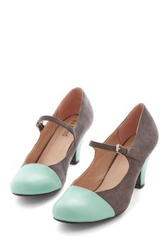 Chic It Out Heel in Charcoal. Check you out, strutting down the city sidewalks in these adorable Mary Jane heels! Mary Jane Heels, Pretty Shoes, Beautiful Shoes, Crazy Shoes, Me Too Shoes, Fancy Shoes, Sock Shoes, Shoe Boots, Pelo Vintage
