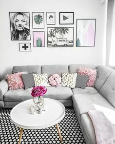 In this beautiful living room you can only feel good. A super comfy sofa, a unique gallery wall, fresh flowers . - Westwing Home & Living Germany - Dekoration - Living Room Table Decor, Living Room Sofa, Cushions On Sofa, Cheap Home Decor, Modern Couch, Home Decor, Living Room Grey, Couches Living Room, Beautiful Living Rooms