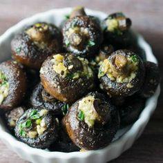 The secret to juicy mushrooms isn't more oil, it's Garlicky Oven Roasted Mushrooms! thekitchengirl.com #whole30recipes #glutenfreerecipe #vegetarianside #veganside #paleorecipes #lowcarbrecipe