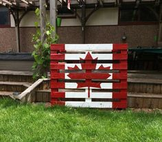 Pallet flag-need to make this for next year's Canada Day! Diy Wood Projects, Outdoor Projects, Wood Crafts, Canada Day 150, Canada Eh, Canada Funny, Canada Day Crafts, Canada Day Party, Canada Holiday