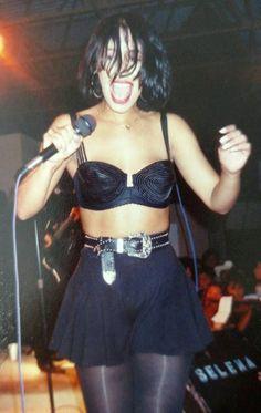 Selena Quintanilla Perez, Selena Purple Outfit, Selena And Chris, Selena Selena, Dr Shoes, She's A Lady, Classic Beauty, American Singers, Role Models