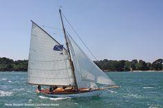 Viola | Voilier de plaisance construit en Écosse chez William Fife en 1908. Il est nasé à La Rochelle. | A retrouver sur : http://www.chasse-maree.com/guides/7206-les-bateaux-du-patrimoine-hors-serie.html