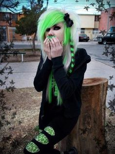 *See more Emo* https://www.pinterest.com/LorenzDuremdes/emo-girls/ @LorenzDuremdes #Emo #Girl #GreenHair #WhiteHair