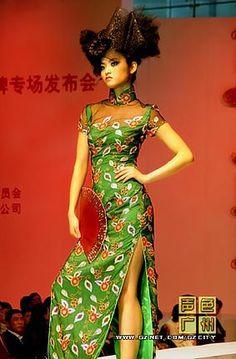 Shopping for Chinese fashion in Shanghai.jpg (283×431)