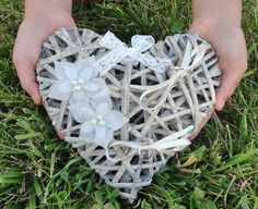 Hey, I found this really awesome Etsy listing at https://www.etsy.com/es/listing/175487243/alianzas-porte-corazon-mimbre-flores-de
