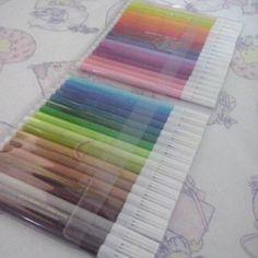 Brinquedos novos. Amando colorir *_*  #boatarde #bomsabado #bomfimdesemana…