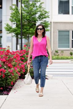 This hot pink linen tank with crop jeans and metallic sandals is an effortless summertime look that's both chic and comfortable. Tokyo Street Style, Fashion For Women Over 40, Fashion Outfits, Fashion Tips, Grunge Outfits, Fashion Styles, Women's Fashion, Summer Colors, Pink Summer