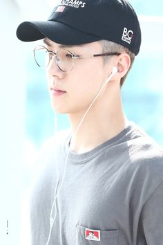 Sehun - 160912 Incheon Airport transit, Bangkok to Hiroshima Credit: Iridescent…