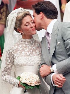JULY 1995 – Crown Prince Pavlos of Greece marries Marie-Chantal Miller in the Greek Orthodox Cathedral of St. Sophia in London. It took more than 25 seamstresses to create the ivory silk Valentino gown that the New York socialite wore. Royal Wedding Gowns, Beautiful Wedding Gowns, Wedding Dresses Photos, Royal Weddings, Bridal Dresses, Wedding Pictures, Perfect Wedding, Marie Chantal Of Greece, Real Life Princesses