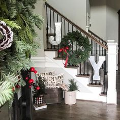 15 Festive Christmas Staircase Decor Ideas - X-Mas Time! 15 Festive Christmas Staircase Decor Ideas JOY Sign Staircase Decor for Christmas via Noel Christmas, Rustic Christmas, Winter Christmas, Christmas Wreaths, Christmas Ideas, Christmas 2019, Holiday Ideas, Farmhouse Christmas Decor, Christmas Mantels