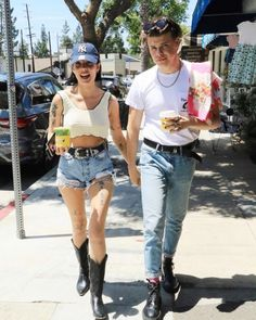 Halsey and yungblud Halsey Songs, Halsey Street, Girl Struggles, Emo Princess, Summer Outfits, Casual Outfits, Dominic Harrison, Famous Couples, Street Style Summer