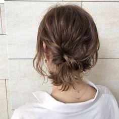 長さなんて関係ない♡ボブヘアのための「崩れにくい」アレンジ - LOCARI(ロカリ) Shaved Side Hairstyles, Cool Hairstyles, Buzz Haircut, Short Hair Ponytail, Hair Arrange, Grunge Hair, Hair Designs, Hair Looks, Hair Pins