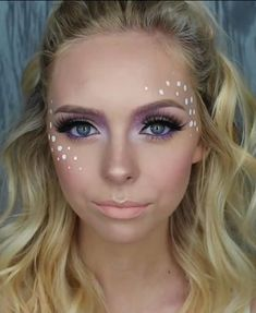 Cosmobyhaley festival makeup glitter carnaval, make carnaval, rave eye makeup, fairy Music Festival Makeup, Festival Makeup Glitter, Glitter Makeup, Rhinestone Makeup, Glittery Nails, Glitter Eye, Glitter Hair, Glitter Carnaval, Make Carnaval