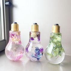 On adore les fleurs qui ne fanent jamais dans des ampoules - Bibamagazine.fr