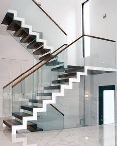 zig zag staircase with glass balustrade Glass Stairs Design, Home Stairs Design, Railing Design, Interior Stairs, House Design, Stair Design, Glass Design, Staircase Railings, Modern Staircase