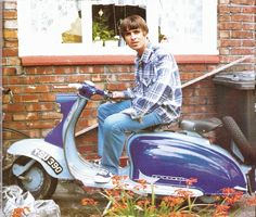Vespa – the marquis Liam Gallagher Oasis, Noel Gallagher, Rare Pictures, Cool Pictures, Oasis Music, Vintage Moped, Oasis Band, Liam And Noel, Scooter Custom