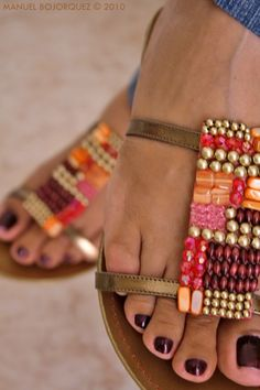 Beaded sandals and pretty toes. Cute Shoes, Me Too Shoes, Mode Hippie, Fashion Shoes, Fashion Accessories, Girl Fashion, Dark Autumn, Look Boho, Beaded Sandals