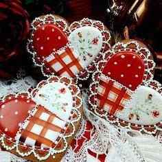 """985 Likes, 11 Comments - Teri Pringle Wood (@teri_pringle_wood) on Instagram: """"#gingerbread #keepsakegifts #giftforher #Valentine's #valentinecookies❤️ #decoratedcookies…"""""""