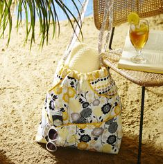 Get ready for summer with this very summery tote bag. All you need is the fabric and you can get started now with all the how-tos HERE!
