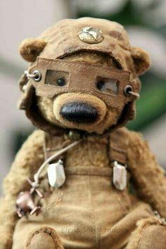 Artist Bears and Handmade Teddy Bears - Thousands of collectable bears from teddy bear artists around the world. Diy Teddy Bear, Vintage Teddy Bears, Cute Teddy Bears, Teddy Hermann, Stuffed Animal Patterns, Stuffed Animals, Bear Doll, Soft Sculpture, Fabric Dolls